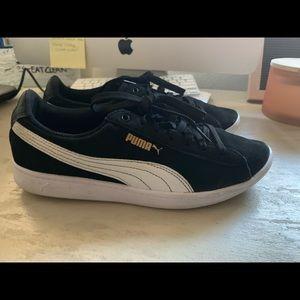 Women's Pumas Sneakers